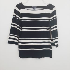 4 for 25$ chaps black and white sweater